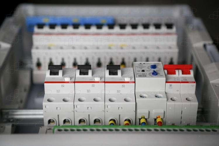 Электрощит для 2-комнатной квартиры. 12 линий нагрузки. Ввод 7кВт (32А)