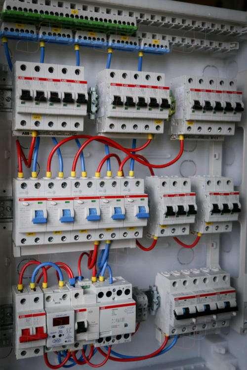 Электрощит с неотключаемой группой на диф.автоматах для 4-комнатной квартиры
