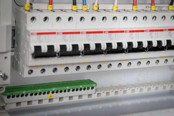 Трехфазный электрощит для 3-комнатной квартиры