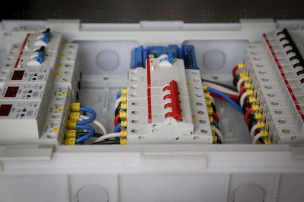 Бюджетный трехфазный электрощит для 3-комнатной квартиры
