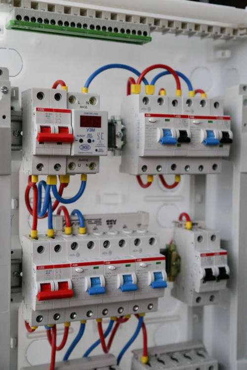 Распределительный электрощит для 2-комнатной квартиры на 15 линий нагрузки