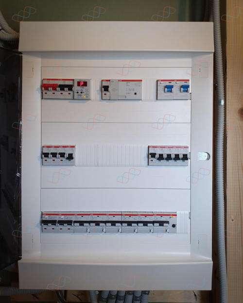 Электрощит на 17 линий нагрузки для дачного дома
